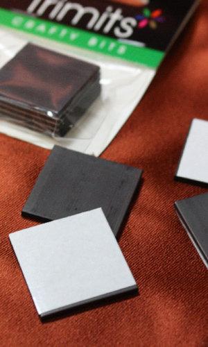 Färdigklistrade magneter i 4-kant om 25x25mm