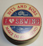 "Plåtburk rund ""I Love Sewing"""