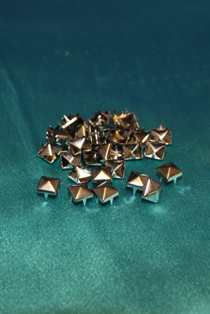 Metall nitar 7x7 mm